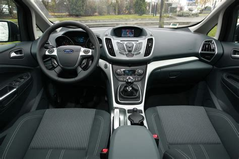 interieur ford c max ford grand c max tdci 140 et peugeot 5008 hdi 150 l argus