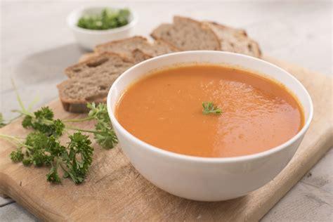 cuisiner une poule recette soupe de tomates aux boulettes bien de chez nous