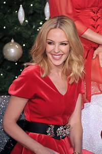 Kylie Minogue Poses With Her Wax Figure At Madame