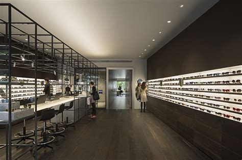 Isabel López Vilalta designs the optical store of Ulloa in