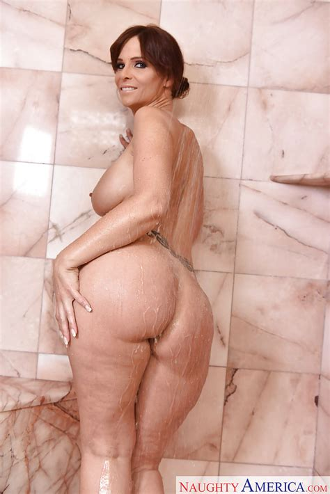 Wet And Busty Milf Pornstar Syren De Mer Flaunting Big Ass