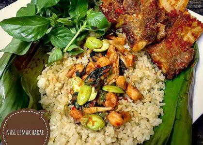 Ya nasi bakar ini dipadukan dengan isian seperti ikan, suwiran ayam, teri, cumi dan banyak lainnya. Resep Nasi Lemak Bakar Sederhana dan Istimewa