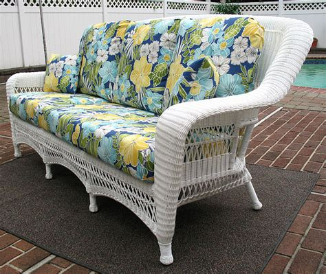 White Wicker Loveseat by White Wicker Sofa Outdoor White Resin Wicker Sofa Settee