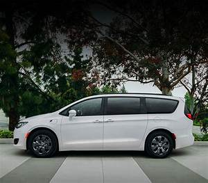 18 2018 Chrysler Pacifica Hybrid Owners Manual  User Guide