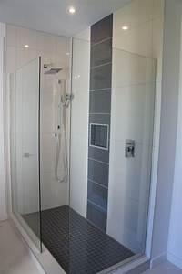 Douchette Salle De Bain : salle de bain avec douche en ceramique id es novatrices ~ Edinachiropracticcenter.com Idées de Décoration