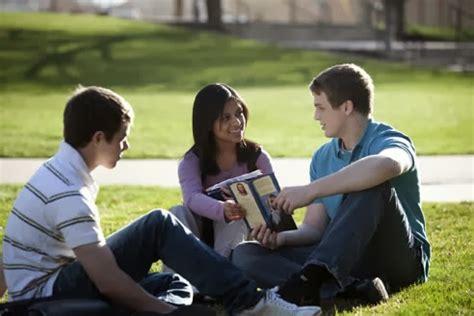 el joven cristiano y la amistad con inconversos