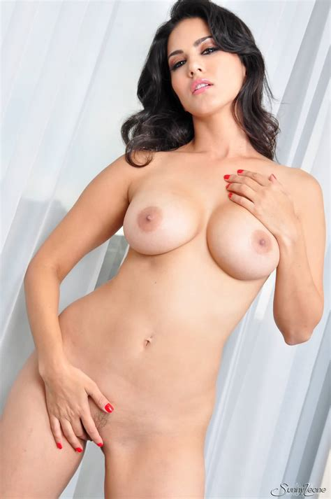 Sunny Leone Nude Bald Pussy Fucking Sex Porn Photos