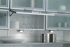 Kitchen cabinet doors aluminum frame derektime design for Kitchen cabinet doors with glass