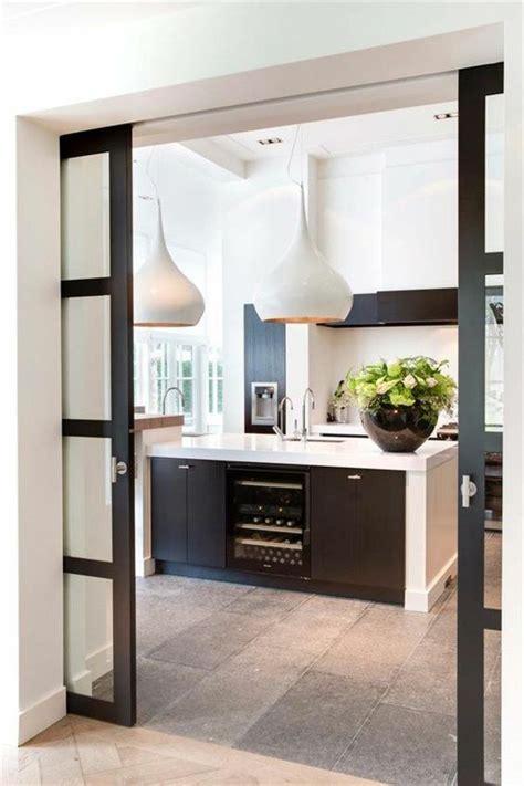 cloison cuisine salon la porte coulissante dans toute sa splendeur cloisons