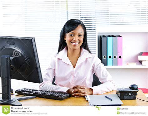 bureau femme femme d 39 affaires de sourire au bureau images libres