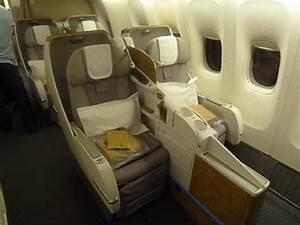 Emirates Business Class - Geneva to Dubai (EK 90) - Boeing ...