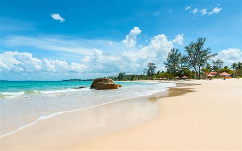 pantai indah anyer  wajib kamu kunjungi  menemani