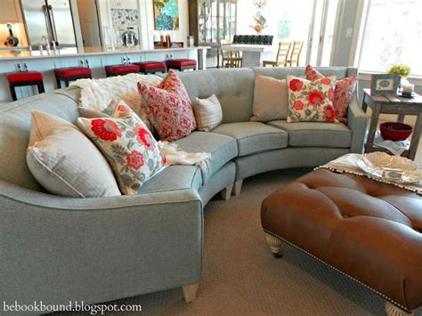 Great Colors For Living Rooms by Best 25 Curved Couch Ideas On Pinterest Table Behind