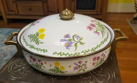 lincoware casserole dish    inches floral design lid handles   taiwan lincoware