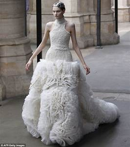Royal wedding kate middleton wedding dress designer for Sarah burton wedding dresses