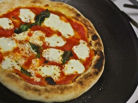 thermodynamics of pizza the pizza lab bringing neapolitan pizza home aka the skillet broiler method serious eats