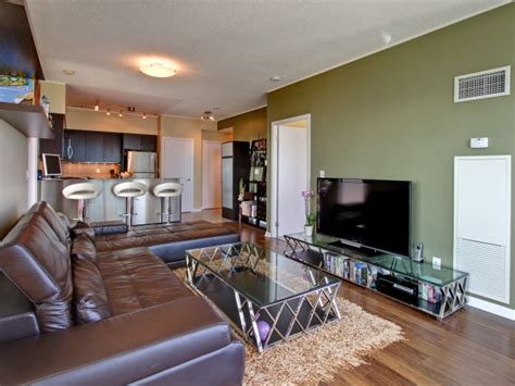A Modern & Funky South Etobicoke Corner Suite!