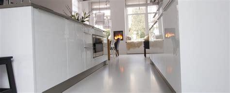 strak vloeren strak en egaline vloeren betonegaline