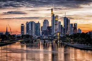 Skyline Frankfurt Bild : frankfurt bilder online bestellen gratisversand posterlounge ~ Eleganceandgraceweddings.com Haus und Dekorationen
