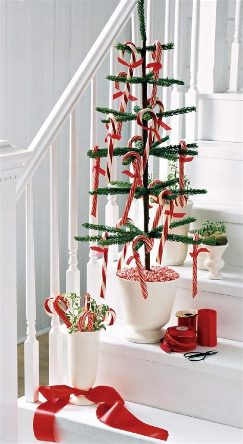 ways  decorate  stairs   christmas