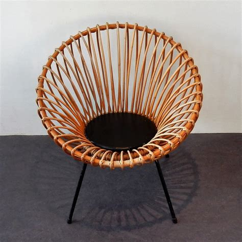 Rattan patio and garden furniture is a really great way to add more function to your outdoor space while maintaining a very natural aesthetic. Mid century rattan scoop chair, 1950's | #82185