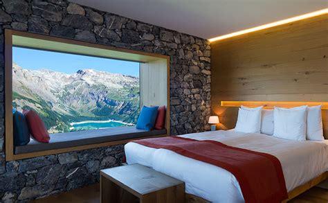 hotel en suisse avec dans la chambre chetzeron un hôtel de luxe totalement inattendu perché à