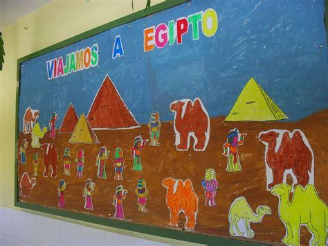 pequenos monstruitos mural egipcio