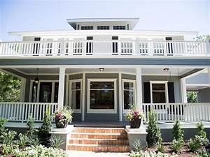 Fixer Upper: Texas-Sized House; Small Town Charm HGTV's