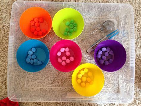 kit cuisine enfants activités enfants le tri des couleurs avec des pinces en pause les mercredis jolis