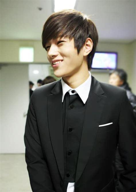 popular hairstyles  asian men