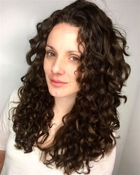 Curly Hairstyles by The Best Instagram Accounts For Curly Haircut Inspiration