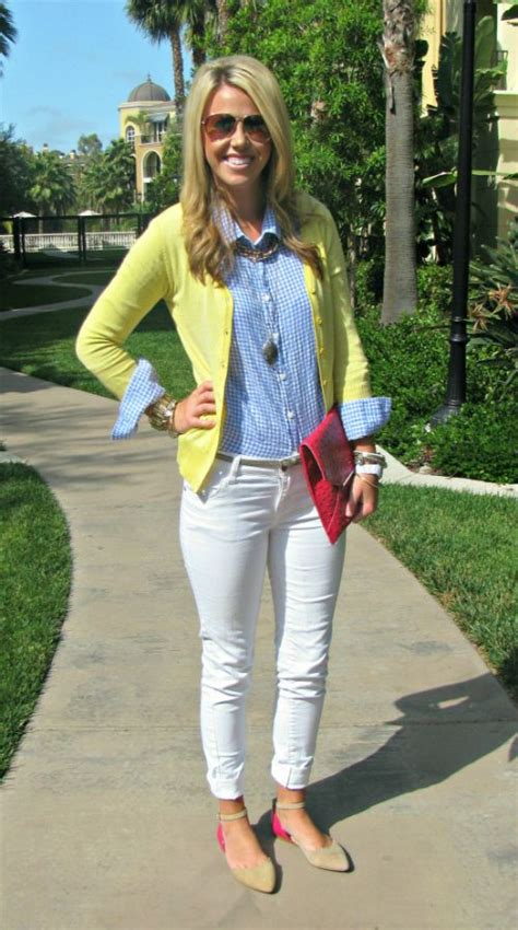 Outfit con pantalon blanco para mujer 4