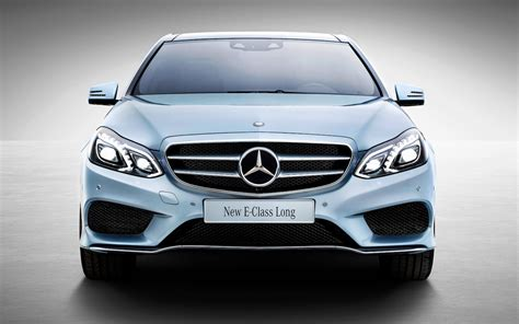 A single arching line, termed a one bow line, extends from the rear of the front wheel well, defining the roof line and sweeping through the rear of the car. By The Numbers: Long-Wheelbase Mercedes E-Class vs. E-Class, S-Class