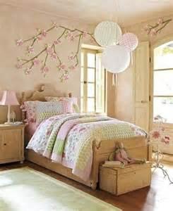 kinderzimmer einrichten beige rosa wohnideen fürs kinderzimmer farbige interieur lösungen