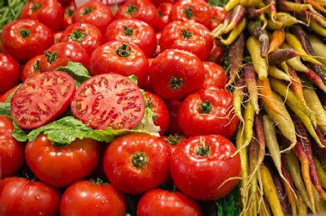 Jepet një tjetër paralajmërim nga ekpertët: Mos hani shumë domate, sepse ju sjellin këto telashe ...