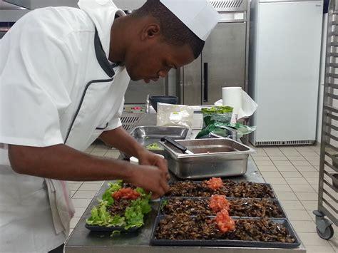 un commis de cuisine un master chef aux villages clubs du soleil le