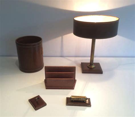 n essaire de bureau nécessaire de bureau en cuir vers 1970 objets de décoration