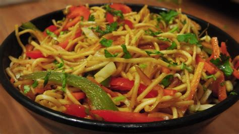 veg hakka noodles recipe indo chinese cuisine youtube