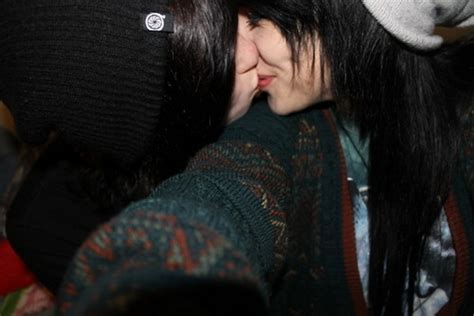 Emo Couple Winter Kiss Affection Feelings Hot Nineimages