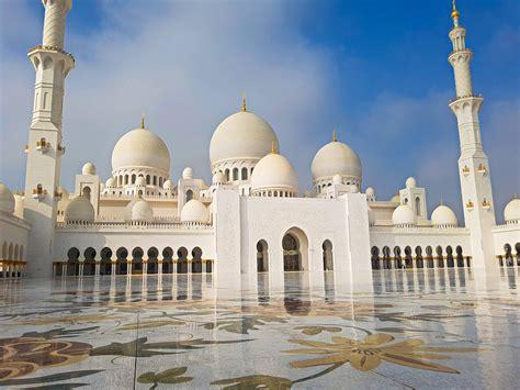 Explore the Grand Mosque in Abu Dhabi - Perceptive Travel