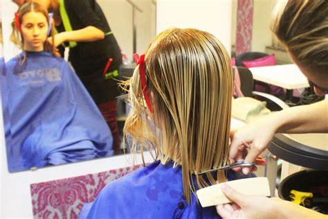 Lovely Blonde Girl   Renewed Sexy Bob Haircut