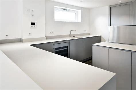 plan de travail cuisine en resine aménagement st tropez cuisine et salle de bains solid