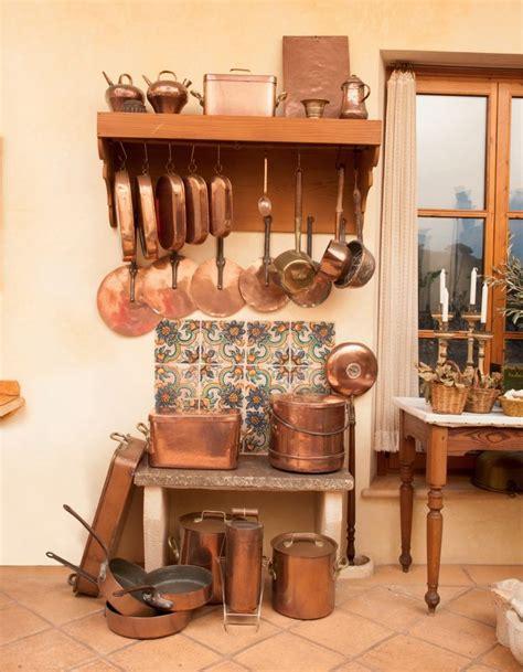 batterie de cuisine cuivre 1000 idées à propos de cuisine en cuivre sur éviers de cuisine en cuivre pots de