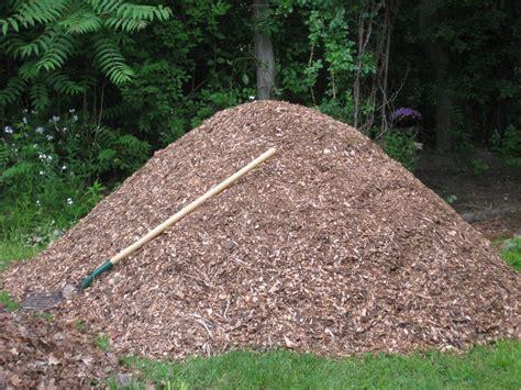 buy garden mulch tip how to find free mulch