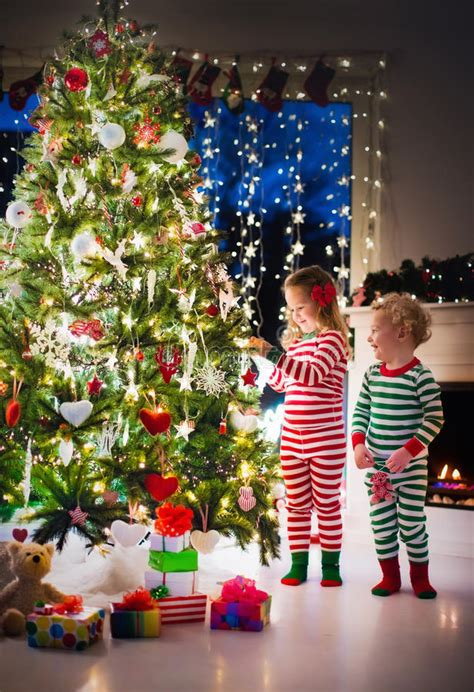 childrens christmas tree decorations decorating christmas tree www indiepedia org 5216