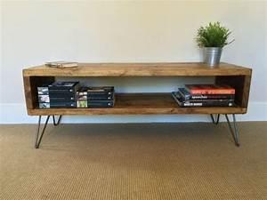 Tv Tisch Holz : rustikale holz tv st nder tisch im wohnzimmer ~ Lateststills.com Haus und Dekorationen