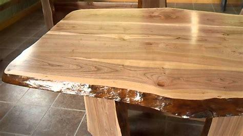 table cuisine bois brut table en bois en tranche d 39 arbre de cerisier