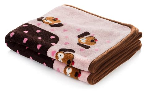 Best Dog Blankets (sept 2018) Reviews And Buyer's Guide Free Cot Blanket Knitting Patterns Aden And Anais Dream Bamboo Zip Up Snuggie Blankets Kids Security Me To You Fleece Fancy Name For Pigs In A Baby Elephants Quick Knit Loom