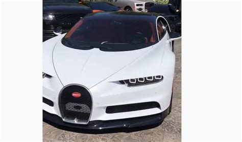 Kylie reportedly chose to make herself feel better with a bugatti chiron. L'Instagrammeuse Kylie Jenner s'achète une Bugatti Chiron