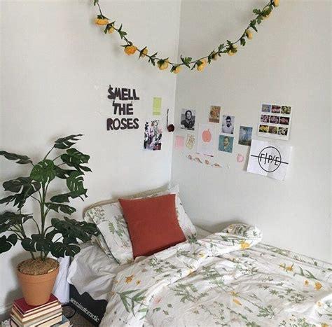 Artsy Bedroom Ideas by Aesthetic Artsy Bedroom Flowers